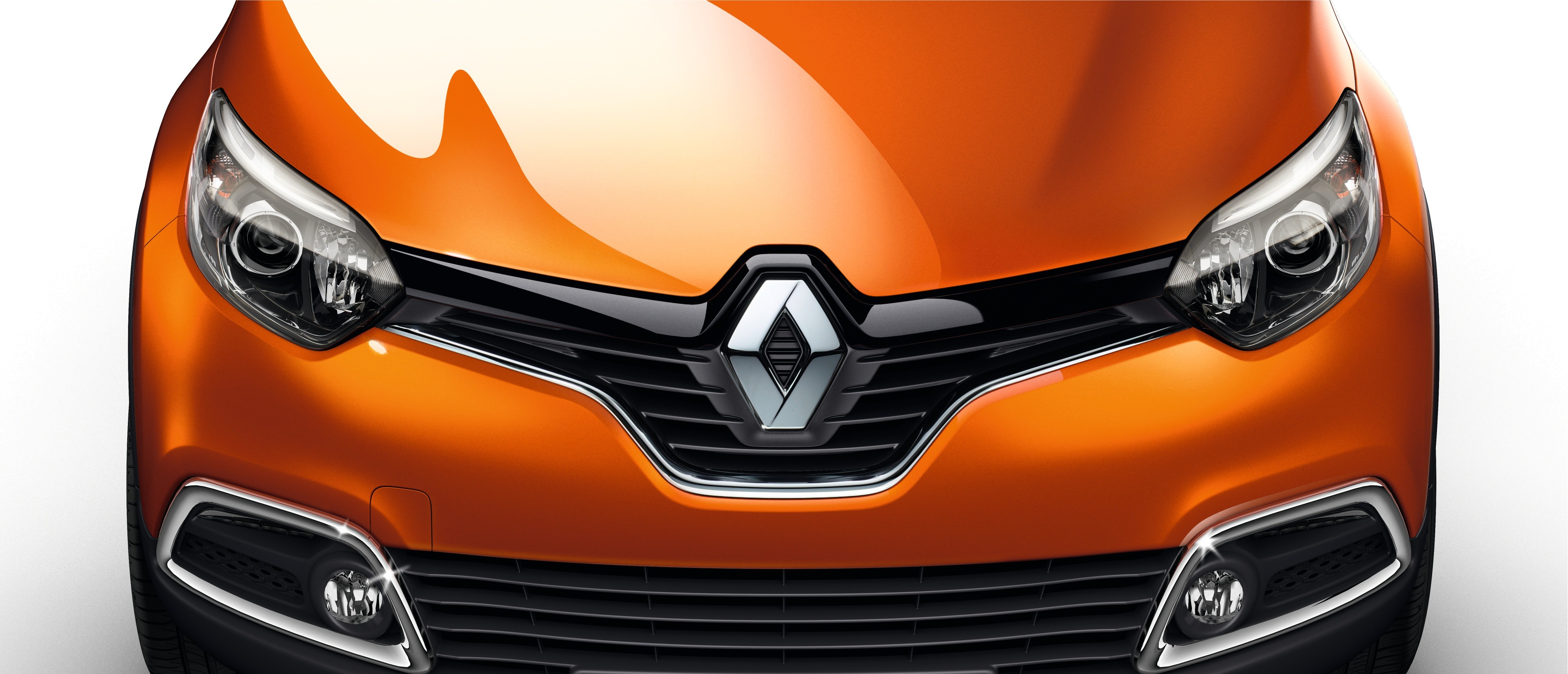 Renault Captur_Featuring the brand's the new frontal identity
