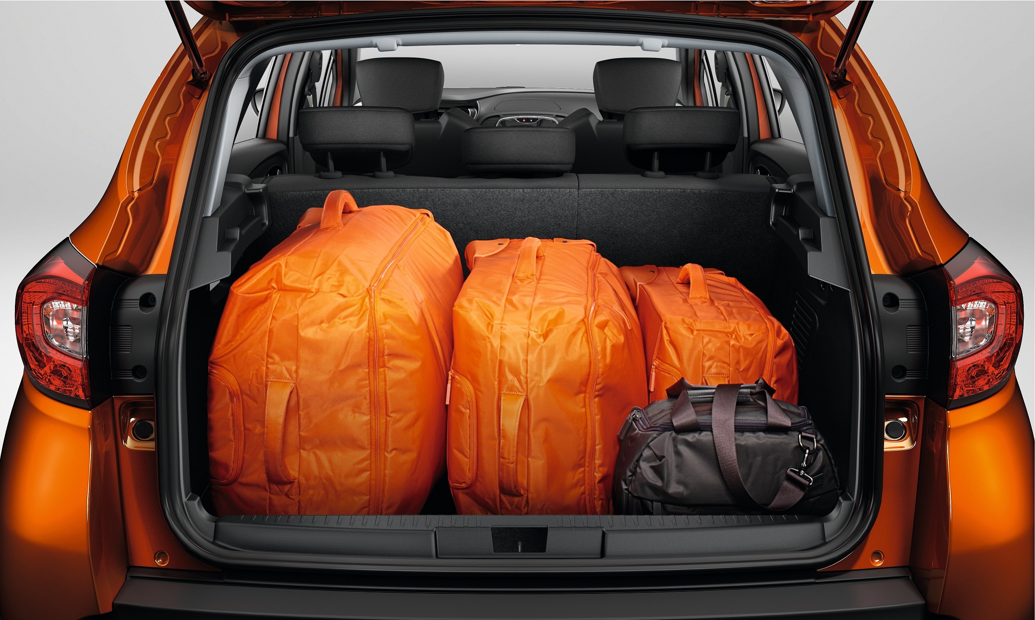 Renault Captur_Modular boot offers 377 to 455 litres of space