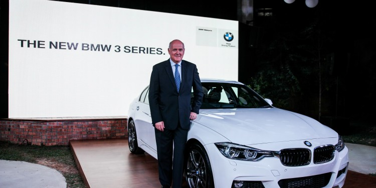 01 Mr. Alan Harris, Managing Director & CEO, BMW Malaysia with the New BMW 3 Series