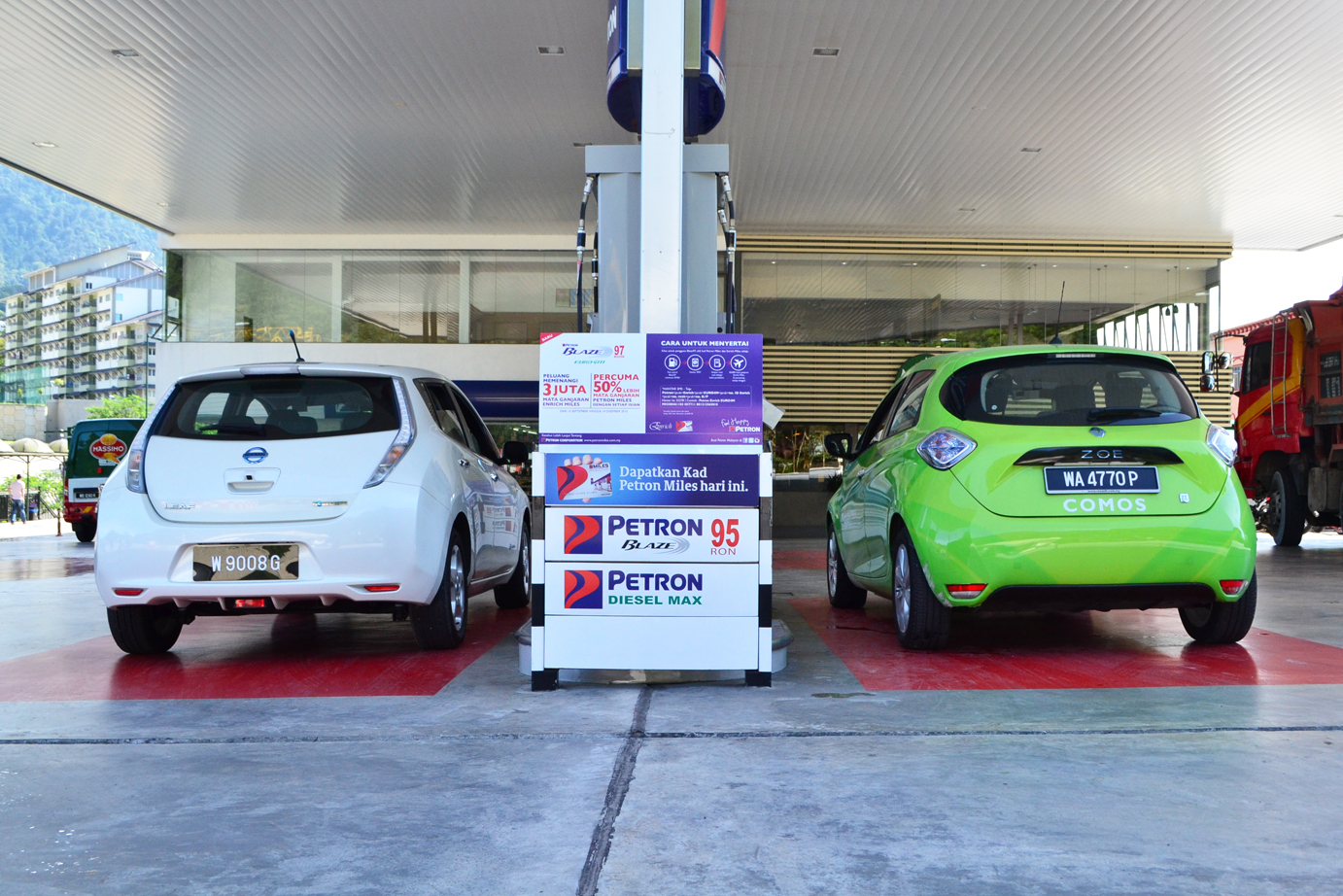 Nissan Leaf Vs Renault Zoe Tricky 12v Battery Charger Circuit D Mohankumar Chargers Out Of Charge Means Luck Even If You Find A Gas Station Unless Youre Going Downhill All The Way