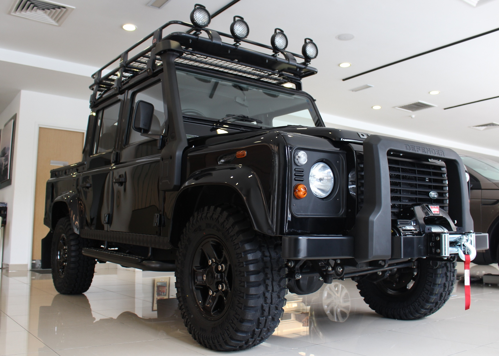 land rover defender limited edition launched kensomuse. Black Bedroom Furniture Sets. Home Design Ideas