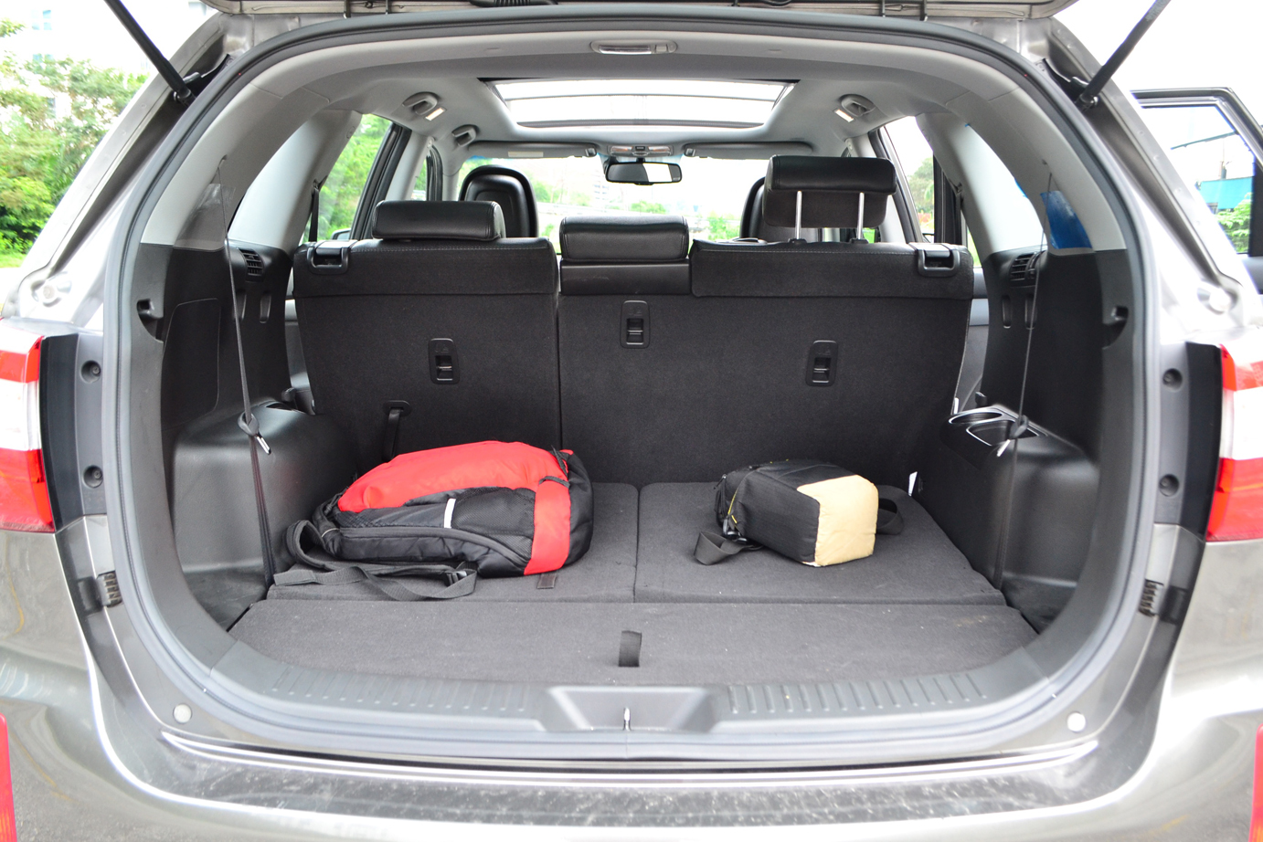 which suv has the biggest cargo autos post. Black Bedroom Furniture Sets. Home Design Ideas