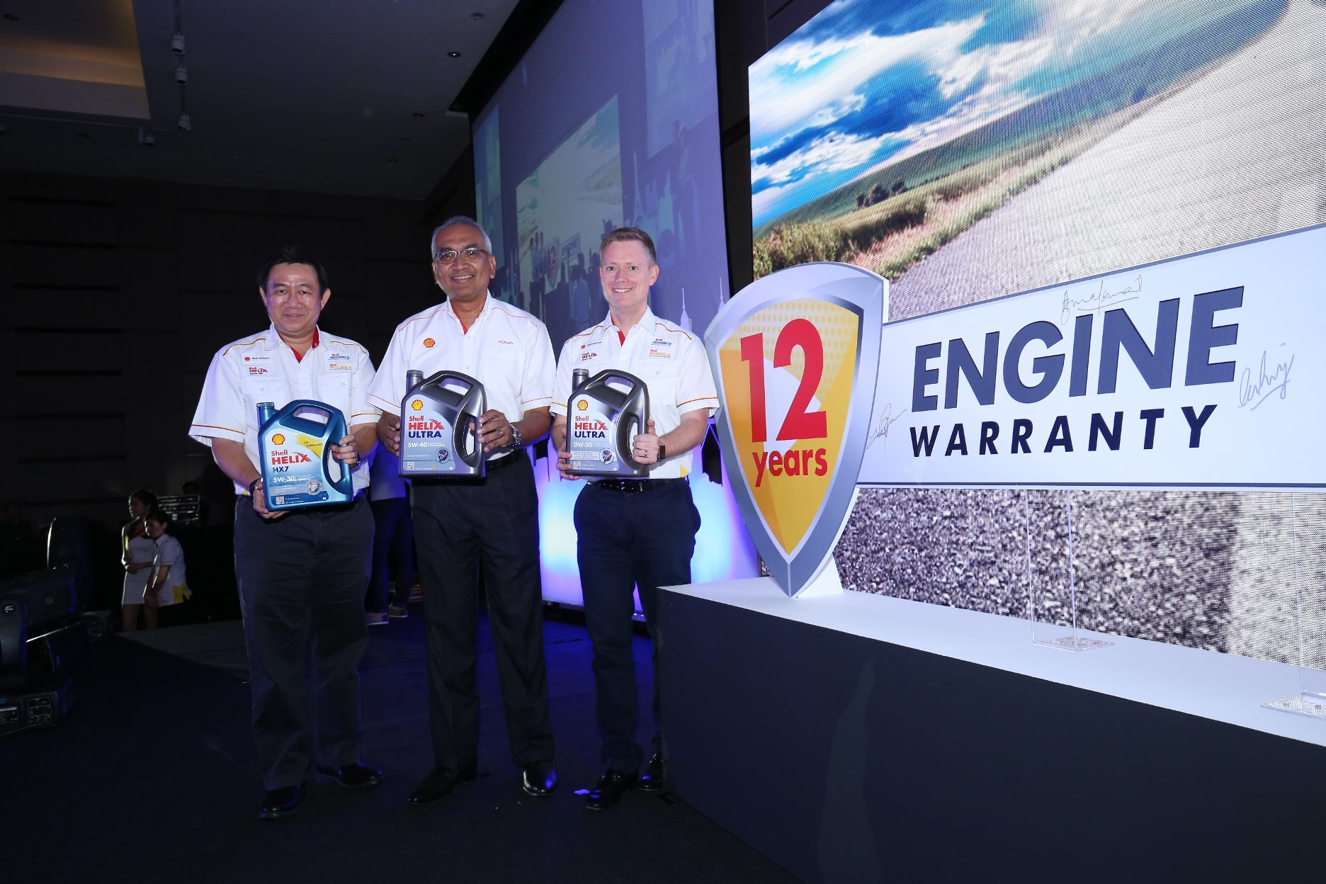 (L-R) Shell Lubricants GM Msia Spore Leslie Ng, Shell Malaysia Trading Sdn Bhd MD Datuk Azman Ismail and Shell Lubricants Exec Director SEA Troy Chapman