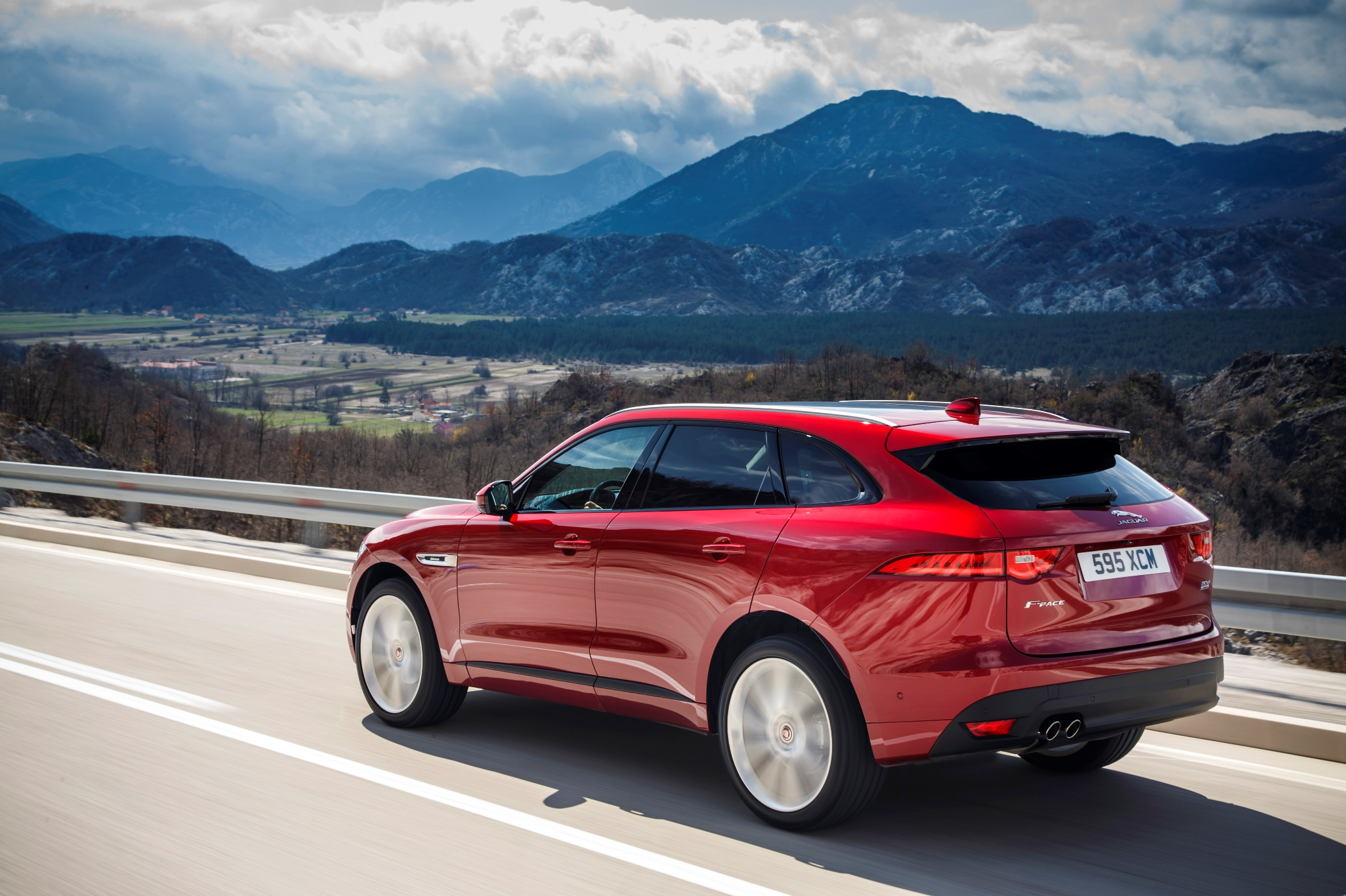 all-new-jaguar-f-pace_side-rear