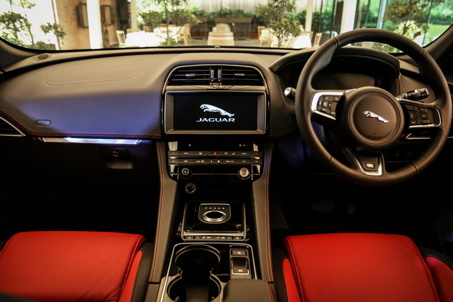 interior-of-the-all-new-jaguar-f-pace