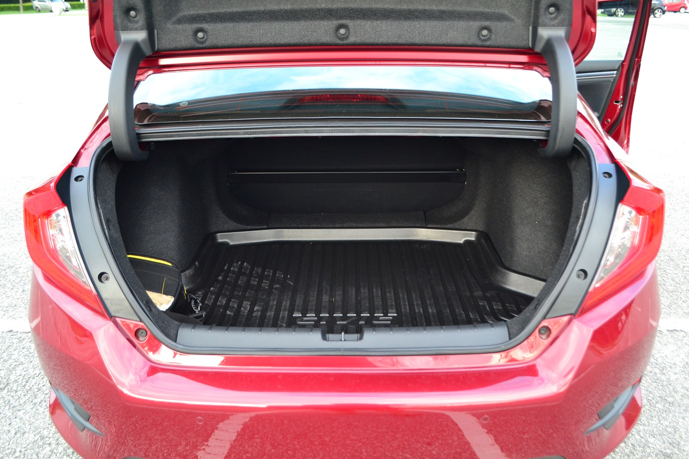 The New Honda Civic Riding Dream Kensomuse Blinker Switch Missing Forum One Drawback Of Is Rear Seats Cannot Be Folded So 519litres All Youll Get At Back Here Black Crossbar You See Partially