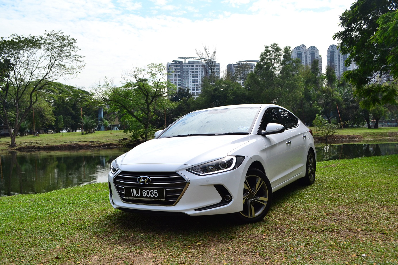 Hyundai Elantra: Higher speed motoring