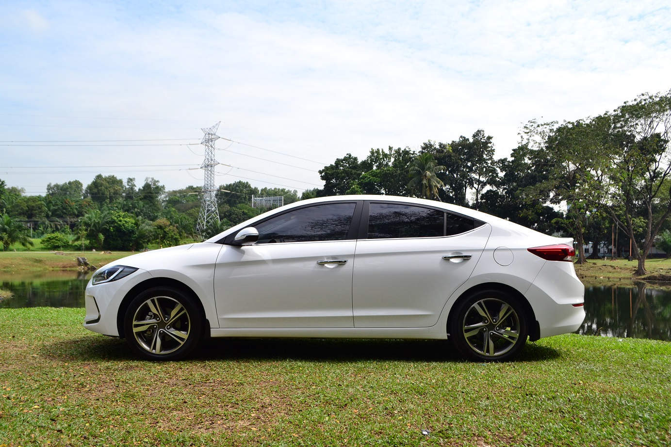 The Hyundai Elantra and Elantra Sport - Covering all Bases - kensomuse