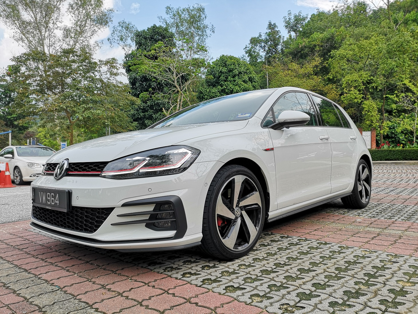 The Volkswagen Mk 7 5 Golf Gti In The Naughty List Kensomuse