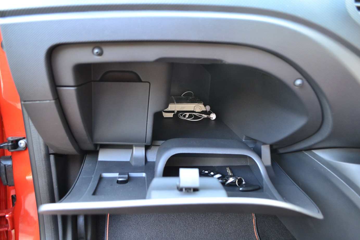 The Malaysian Compact Suv Shootout Part Ii Honda Hr V Vs Mazda Cx Kia K3 Fuse Box Has Huge Glove Compartments Whereas Captur True To Its French Idiosyncracy Offers Only Half Space While Other Is Occupied By